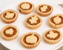 Mini Pumpkin Pies Recipe – Laura Vitale – Laura in the Kitchen Episode 844