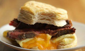 Sandwich Déjeuner Au Bifteck, Aux Œufs Et Au Fromage • Tasty Miam