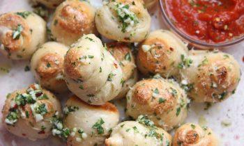 The Best Garlic Knots